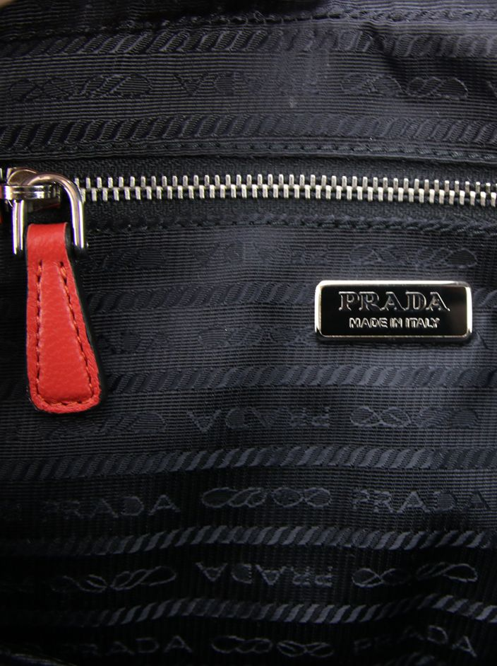 Bolsa Prada Grommet Vitello Daino Chain Shoulder Bag