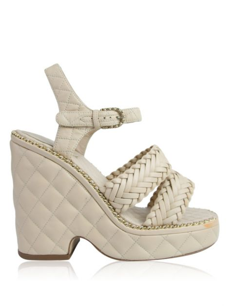 Sandália Chanel Chain-Link Quilted Sandals Nude