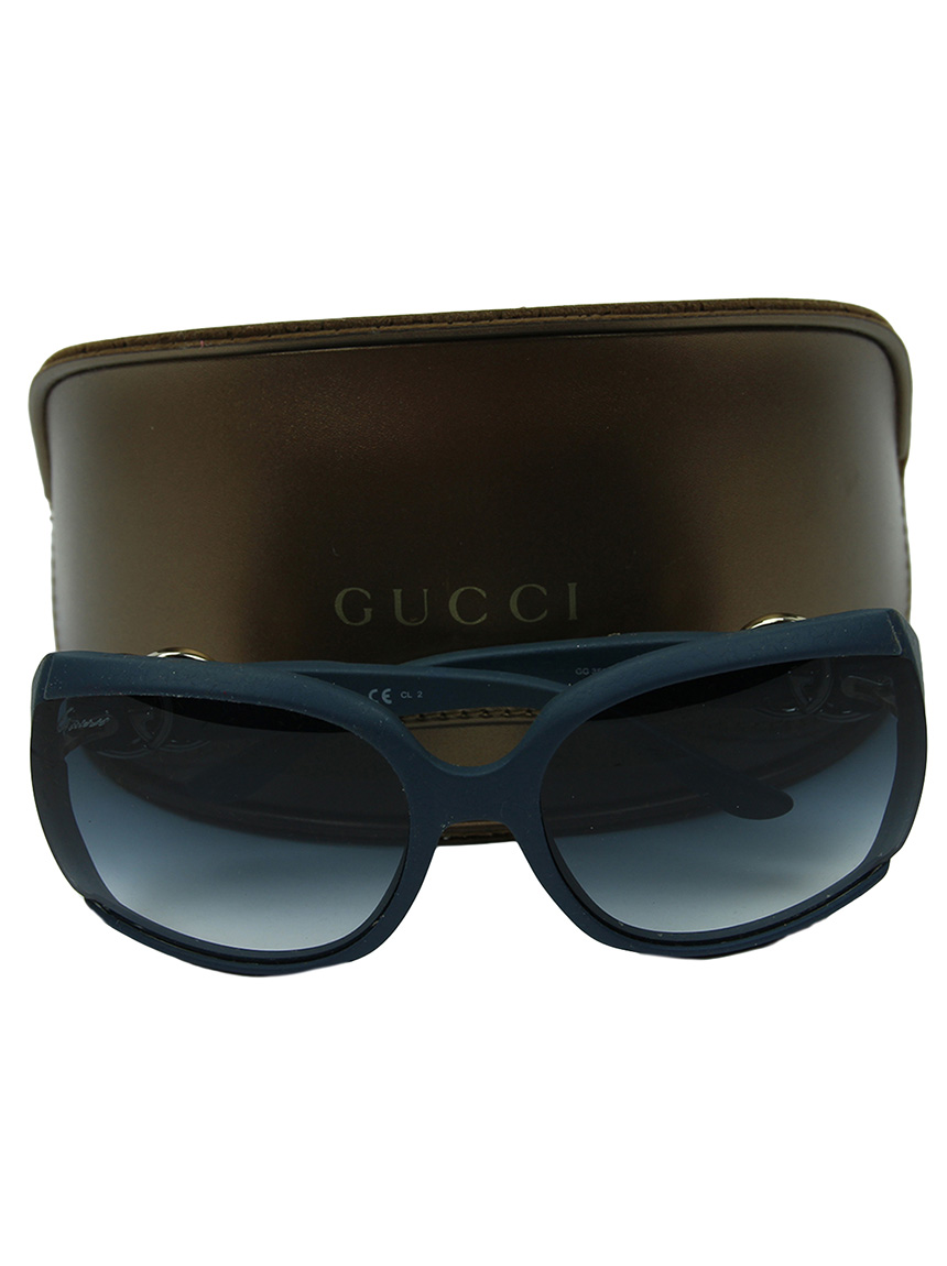 gucci 4ps (gucci inc, 2010) gucci with its high fashion, sexy style popular around the world as a symbol of status and wealth, it is a love of rich society now, gucci is italy's largest fashion group.